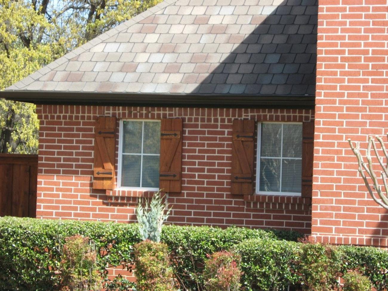 white-builder-grade-aluminum-windows-with-grids