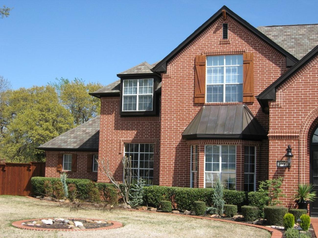 white-builder-grade-windows-with-red-brick