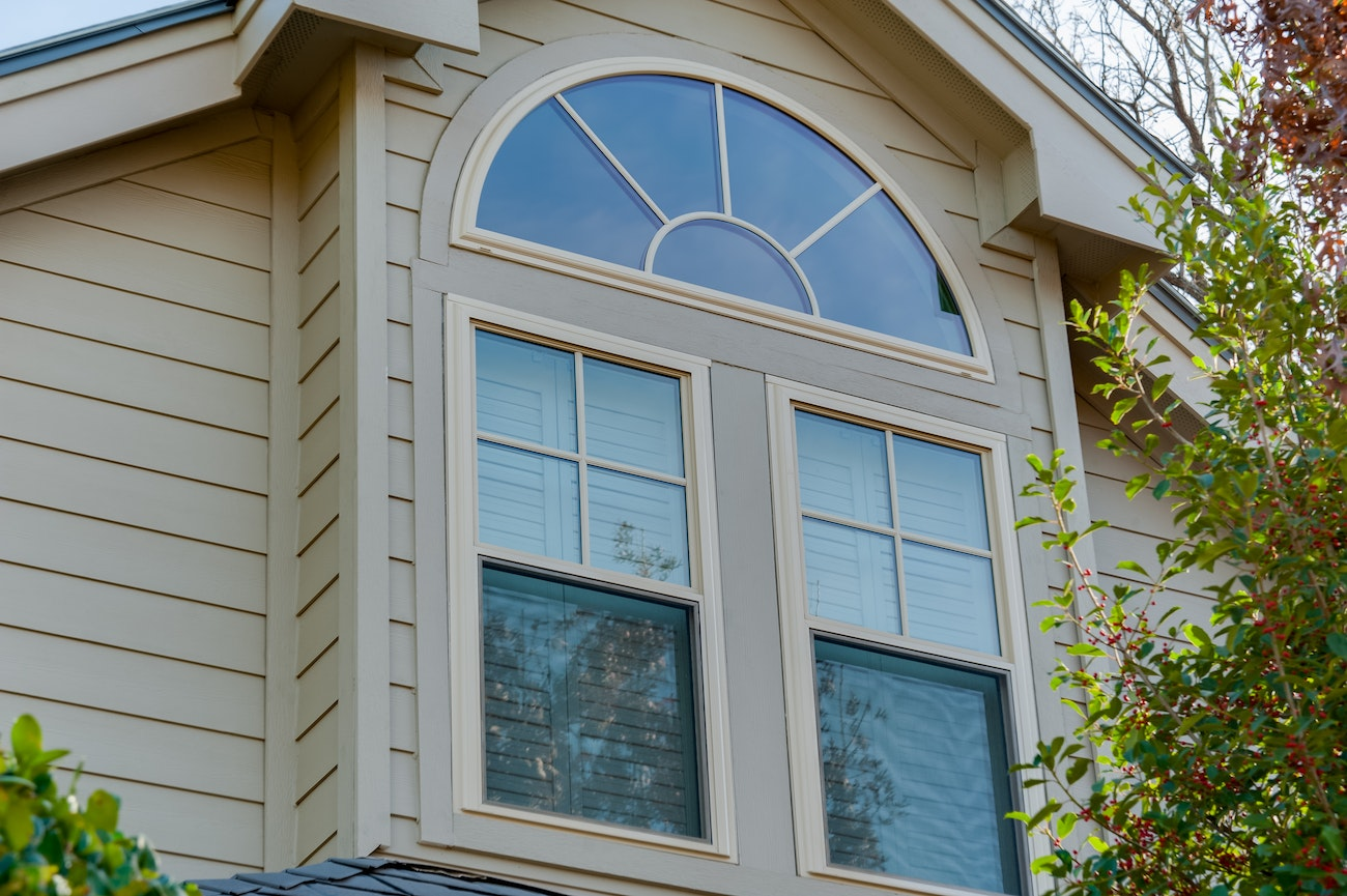 brennan-traditions-half-round-over-two-double-hung-windows