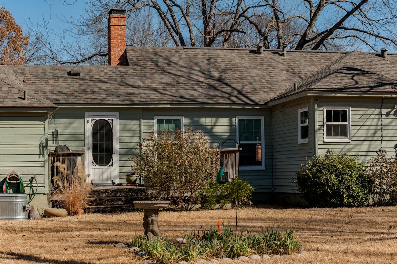 brennan-traditions-backyard-view-green-vinyl