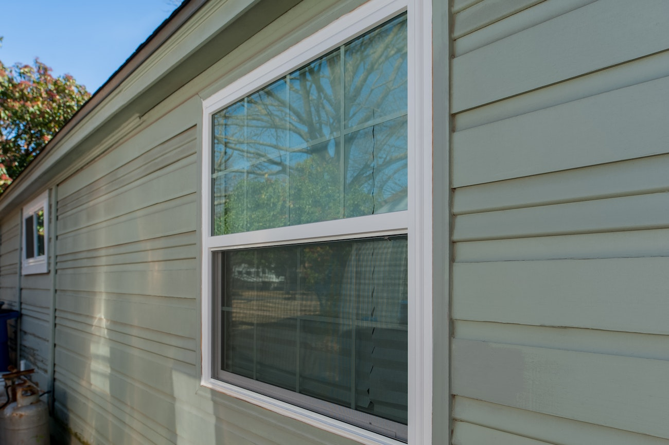 brennan-traditions-single-hung-window-with-grids