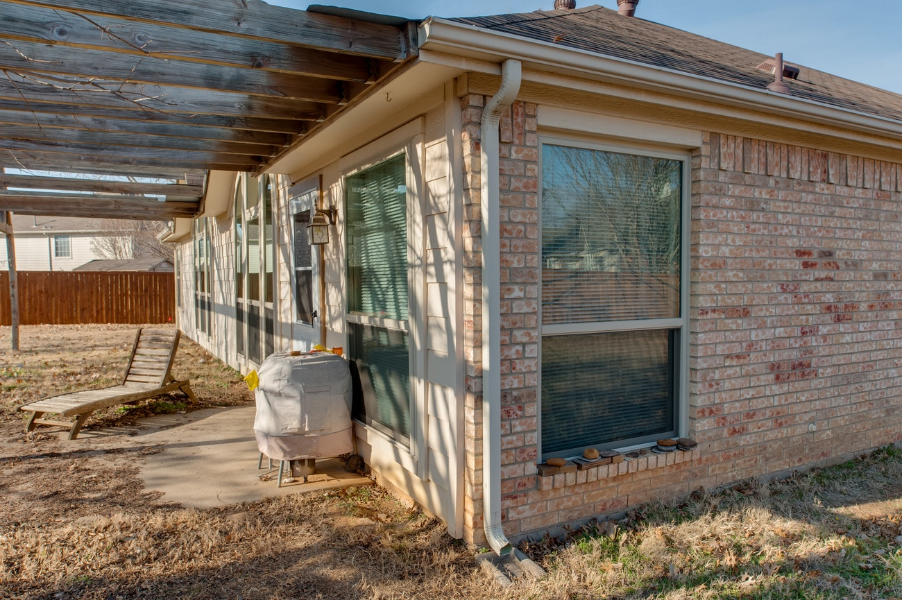 brennan-traditions-backyard-side-of-house