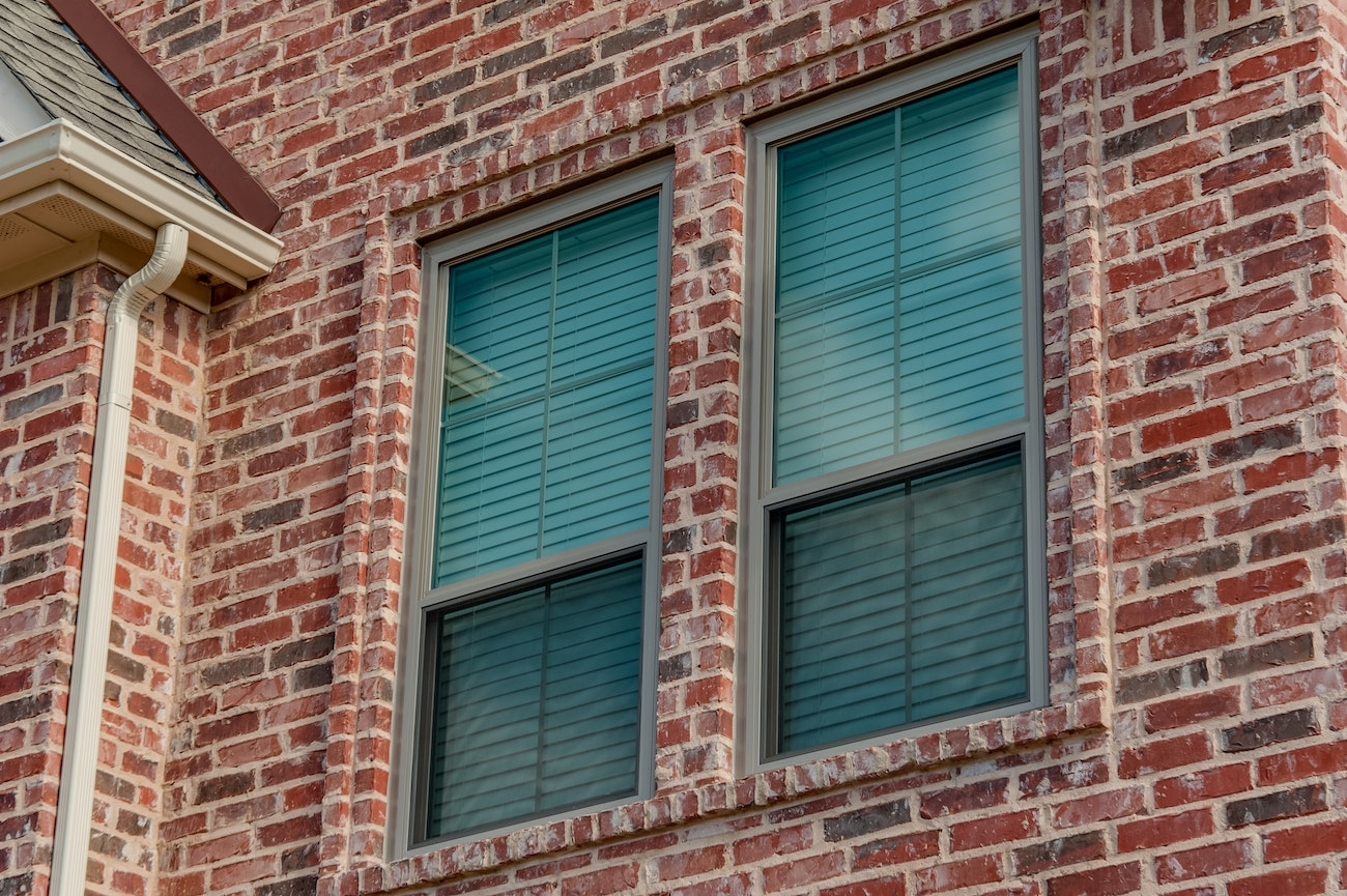 brennan-traditions-double-hung-clay-vinyl-window