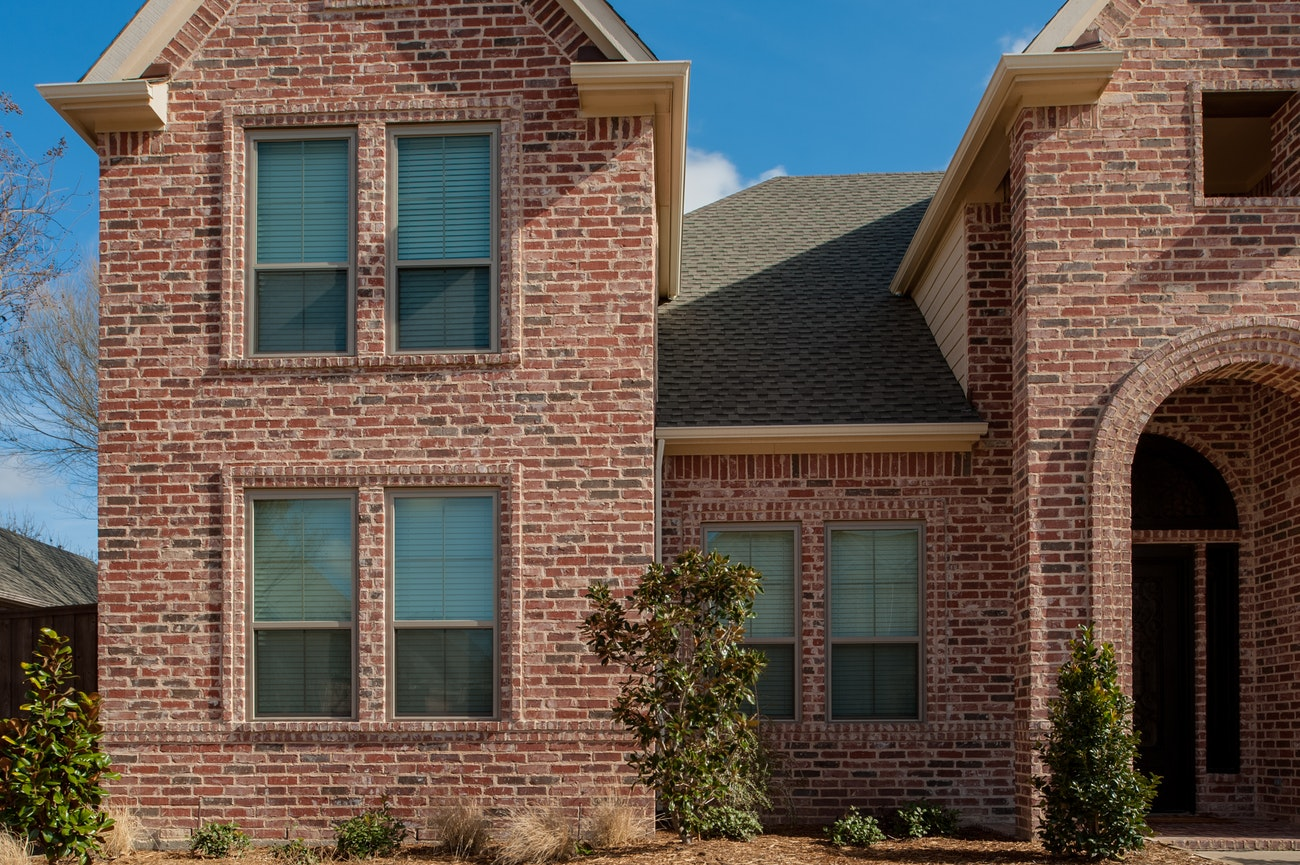 brennan-traditions-leftside-of-house-with-single-hung-windows