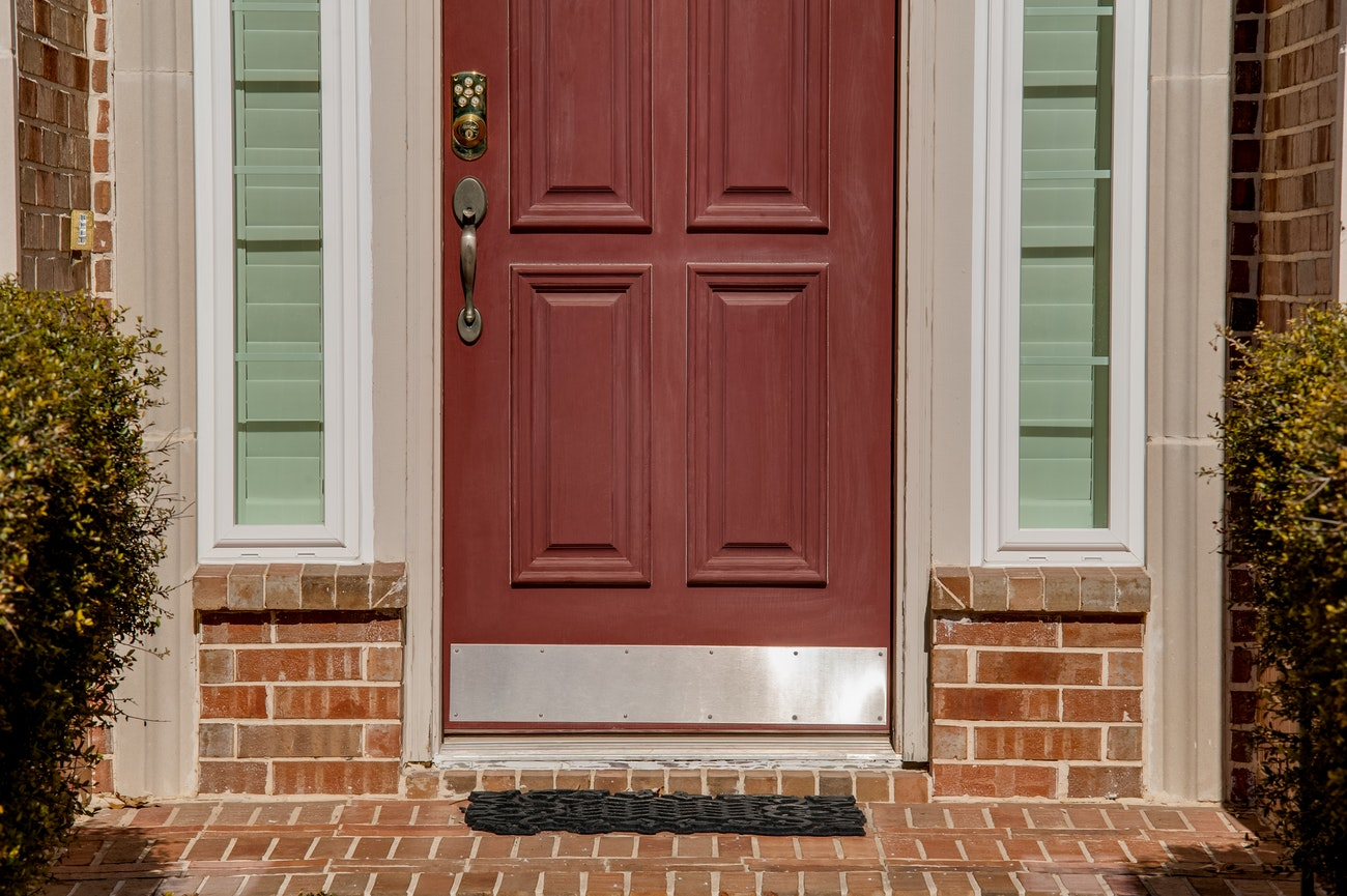 brennan-traditions-two-slim-window-front-entry