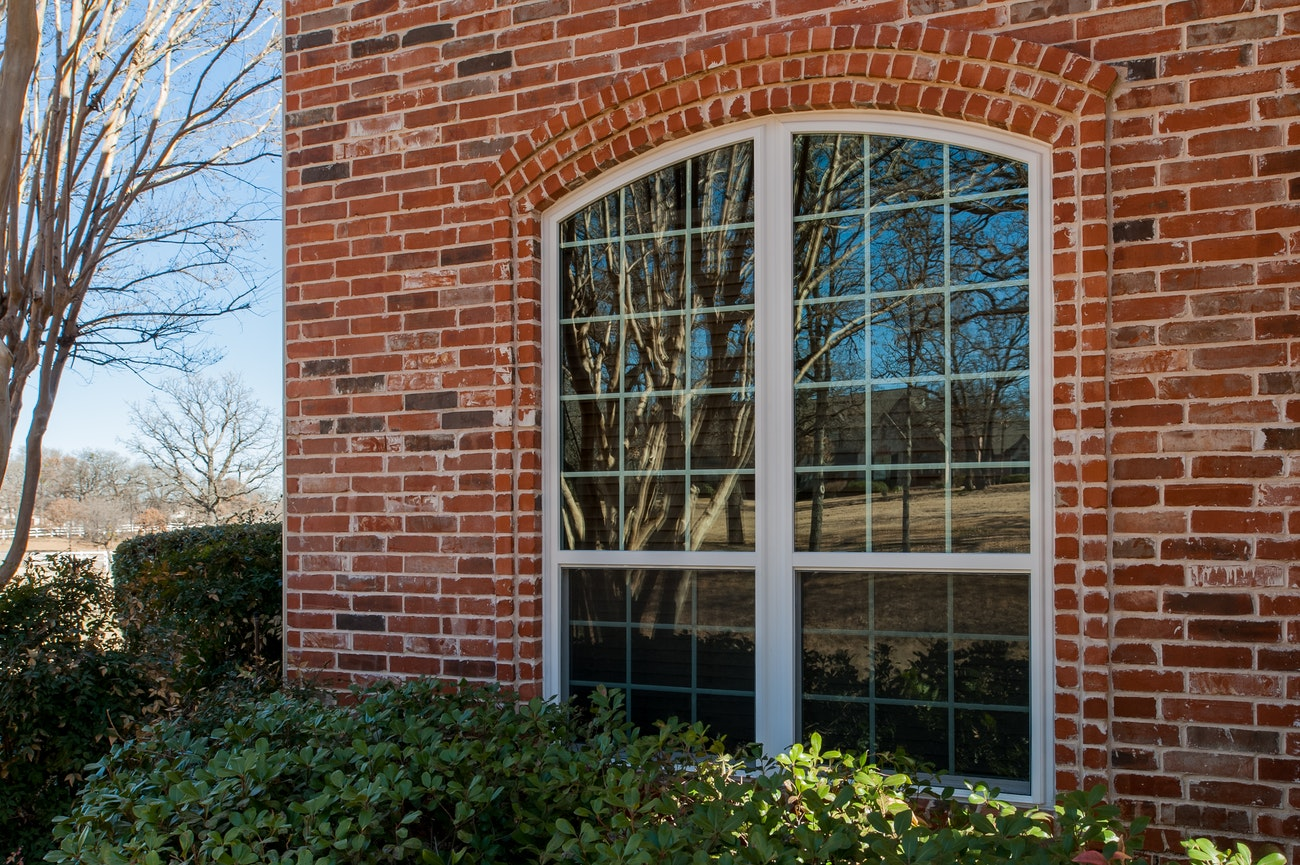 brennan-traditions-double-single-hung-window-with-grid