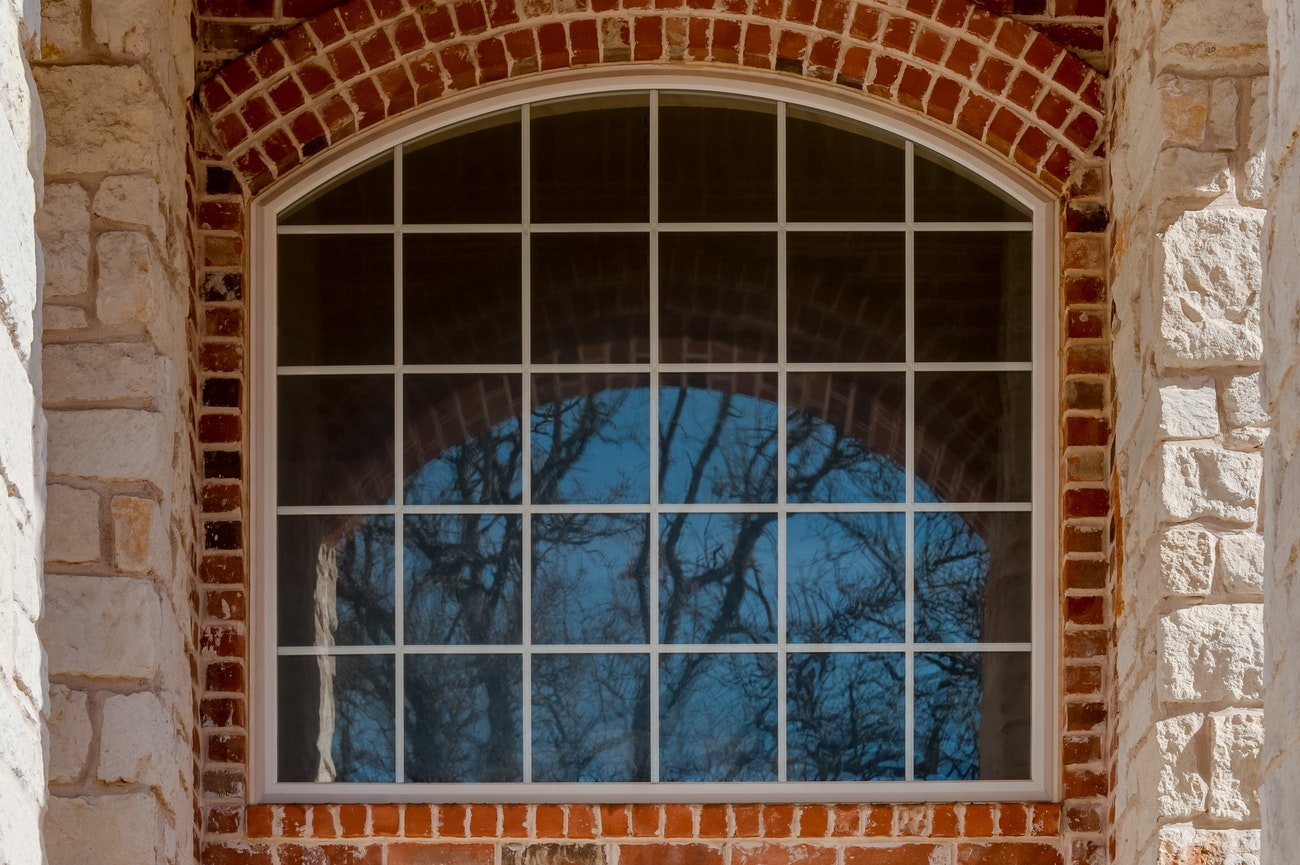 brennan-traditions-windows-grid-with-brick