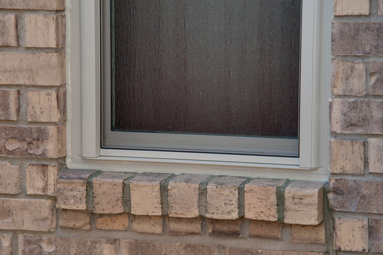 brennan-traditions-slim-window-with-screen